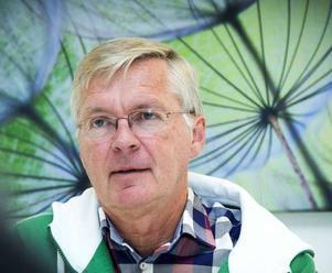 Mats Dahlström slår tillbaka mot kritiken som har riktats mot Camilla Andersson Sparring (C) och hanteringen av covid-19. Foto: Mikael Forslund