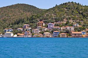 En emir har köpt sex grekiska öar.