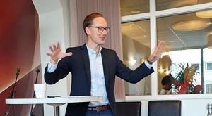 Mats Persson (L) höll tal inför det lokala partiets medlemmar.