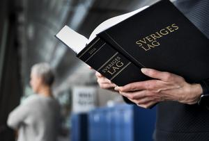 Lagen om anställningsskydd måste reformeras, skriver debattförfattarna.