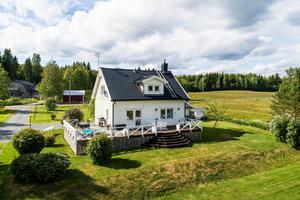 Det här huset i Västerbursjö såldes för 2 850 000 kronor. Bild: Husman Hagberg