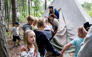 Hos Fjällfina fick barnen lite saft eftersom de hade varit duktiga och gått så långt.