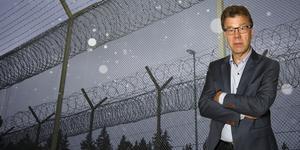 Är skärpta straff alltid det mest effektiva sättet att öka tryggheten? En del av de många miljoner som det kostar att bygga och driva fängelser och häkten kanske gör mer nytta om de används för att anställa fler poliser eller andra sätt att öka tryggheten i samhället. Foto: Markus Boberg, Måna J Roos.