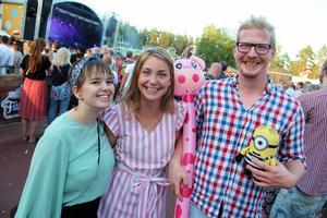 Josephine Snäll, Josefine Bergqvist och Markus Norberg, hade trevligt i solskenet. Josephine beskrevs som det största Miriam Bryant-fanet.