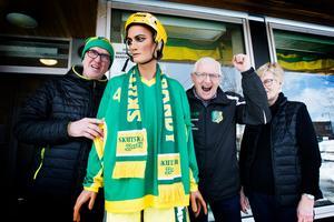 Hans-Olov Johansson, Lars Behlander och Birgitta Behlander ser fram emot Skutskärs Bandy damers SM-final.