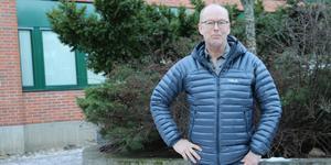 Handfasta åtgärder och retoriska knep – Mikael Ramnerö har fått uppdraget att ta fram ett åtgärdsprogram mot narkotika på skolorna och tror det behövs ett brett register för att minska problemet.