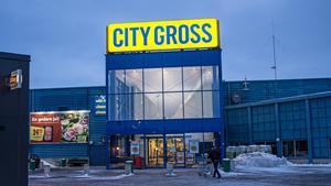 City Gross är ett exempel på matbutik som ligger utanför centrum. Enligt butikschefen har personalen där varit någorlunda  förskonad från otrevliga kundmöten.