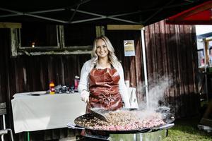 Emilia Nilsson från Sveriges Mästerkock var på plats för att laga mat.