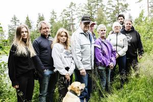Byborna har gått samman för att försöka lösa frågan om dammen en gång för alla.