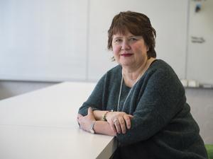 Åsa Holgersson, ordförande i Vårdförbundet, föredrar att man behåller nuvarande länskliniker, men är däremot negativ till att återskapa divisionscheferna: