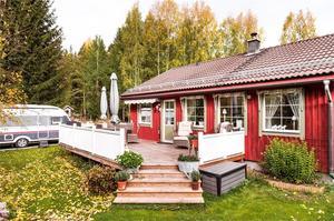 Enplansvilla i Lisselbo. Byggåret är 1974. Foto: Fastighetsbyrån Falun