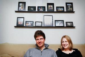 David Ekholm och Helena Jonsson pustar hemma i lägenheten efter VM-succén.