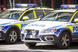 I en landsomfattande protestaktion ska polisfordon köra i kolonn till flera olika städers torg.