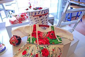 Från en utställning på Hemslöjden Leksand i aprli 2012. Dopklänningar av Monica Hallén och Karin Ferner