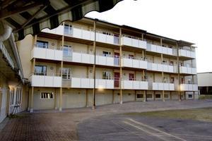 Ett tidigare kontorshus på Tallbacksvägen i Norrsätra har gjorts om till Sandvikens första trygghetsboende för äldre personer. Det finns 15 lägenheter i huset som är ihopbyggt med Tallens äldreboende.
