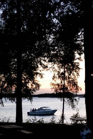 SOLNEDGÅNG. Sommarens sista                                danskväll på Laduholmen.