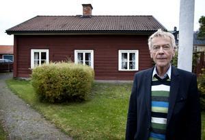 Jan-Axel Nordlander äger den Nordlanderska fastigheten sedan i april. Bagarstugan på gården föreslås nu bli en fast plats för Werner Aspenström-sällskapet.