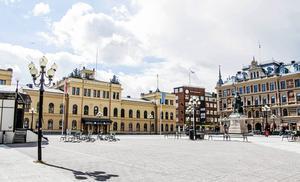 Den nuvarande scenen på Stora torget i Sundsvall är för liten, menar skribenten.
