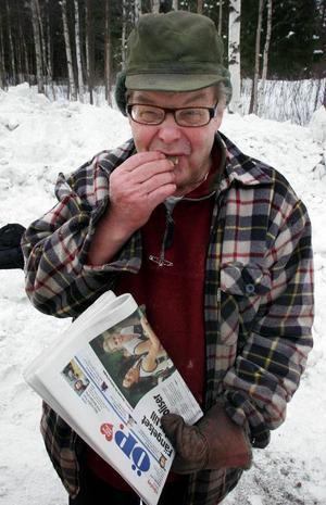 – Nu kan jag äntligen prenumerera på ÖP, sade Åke Andersson och firade dagen med en prilla.