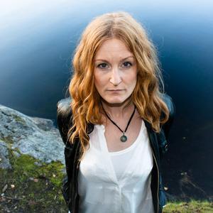 Längs E 4. Anna Stadling är speciell gäst på Pernilla Anderssons turné som landar i Gävle i kväll.