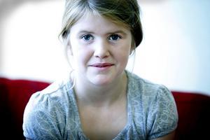 SAMLAR PÅ PYTTESMÅ DJUR. Emilia Carlsson, nio år, samlar på Littliest pet shop-djur.