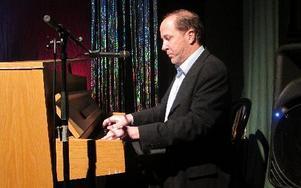 Stirling Sjöö spelade piano och återkommer senare för en pianokonsert.
