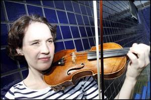 Åsa Wirdefeldt är solist i Mendelssohns violinkonsert med sin egen orkester, Gävle symfoniorkestern, där hon är en av två konsertmästare. I kväll ges konserten i Hudiksvall, i morgon fredag i Gävle konserthus.