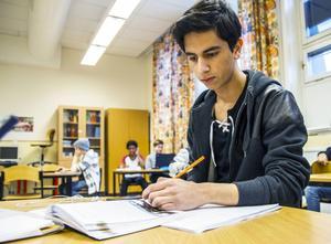 Nalli Abdalrazzak går på lovskola för att han vill hinna i kapp i bland annat matte.