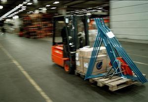 Arbetsmiljöverket kräver att företaget ska ta fram instruktioner för hur man lastar på och av tunga föremål på säkert sätt. Foto: Fredrik Persson / TT
