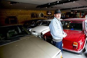 Även om det är Volvo som gäller i Hans-Erik Sundströms garage så har han kvar sin allra första bil – en Opel Olympica från 1951 som han förvarar i ett annat garage hemma på gården.