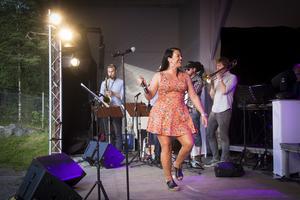 Jamina Jansson fick igång publiken när det var dags för allsång.