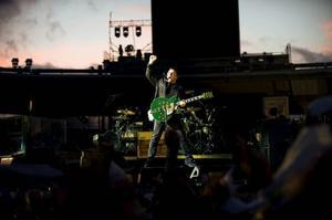 Bono levererade, tillsammans med the Edge, Larry Mullen och Adam Clayton, en mix av gamla klassiker och nya låtar från senaste skivan.