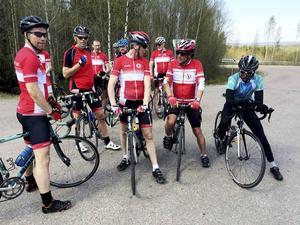 Lite snack efter dagens cykeltur och uppsamling efter den sista sugande backen,