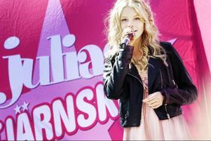"""Det blev Linnéa Andersson med låten """"Du får inte"""" som ska representera Östersund i Julias Stjärnskott 2010 i Helsingborg."""