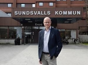 Ekonomidirektören Örjan Folkesson på Sundsvalls kommun får cirka 40 miljoner mindre varje år efter skatteutjämningsförslaget.