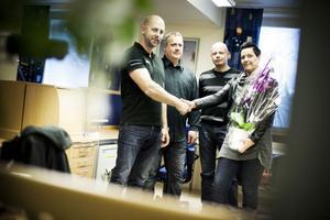 It-stadens delägare Magnus Gradh firade tillsammans med nyanställde Thomas Johnsson, Clara Vallis Anders Larsson och Närljus Lotta Wallström, företagets första filial, i Ljusdal.