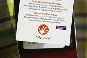 På etiketten står det att silversaltbehandlingen är miljövänlig. Naturskyddsföreningen och Svenskt vatten menar tvärtom att Polygienes produkter utgör hot mot miljö och hälsa.
