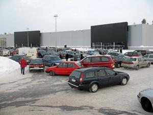 Under juldagsförmiddagen besökte enligt Media Markt, cirka 4500 personer varuhuset. De flesta tog bilen och det var trångt på parkeringarna.