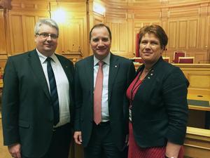 Dalariksdagsledamöterna Hans Unander och Maria Strömkvist i möte med statsminister Stefan Löfven.