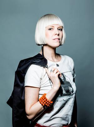 Marie Björk, med rötter i Gävle, är ungdomsboksförfattare  och har skrivit  bl a