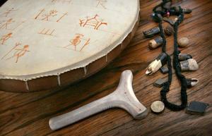 Samernas förkristna offerriter var temat för Mebius´ doktorsavhandling och 2003 publicerade han ytterligare studier om samisk religionshistoria, där han diskuterade arkeologiskt material, exempelvis trummorna med deras rika bestånd av olika figurer.