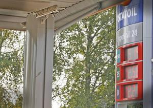 Övervakning. Övervakningskameror hjälper inte mot bensinsmitare. Bilarna är ofta falskskyltade vilket gör att polisen inte kan få fast bensintjuvarna.