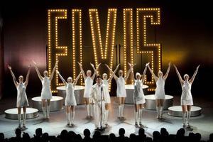 Glada Hudik-teatern besökte Härnösand i går, tisdag, med sin föreställning Elvis.