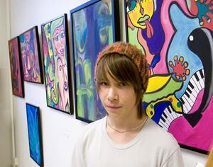 Kasper Sving inspireras av musik och känslor när han målar. Han hämtar ofta motiv från sin vardag, som han till stora delar tillbringar på Östra skolan. När motiven ska färgsättas är det de starkaste färgerna på paletten han helst använder.