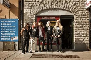 Nils Molin, i mitten, kommer med sitt band Dynazty och uppträder lördagen den 9 oktober på Forum i Arbrå.