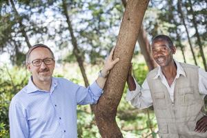 Fler träd. Bonden Peter Chereu får fler träd genom stöd från Västmanland. Foto: Vi-skogen.