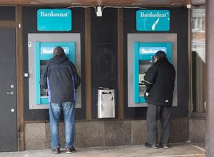 Det har blivit svårare att ta ut och använda kontanter.Foto: Fredrik Sandberg/TT