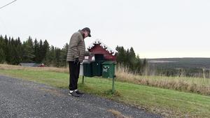 – Undrar vad Krokoms kommun vill idag? undrar Carl-Göran Dahlberg och tittar ner i brevlådan hemma i Storbränna.