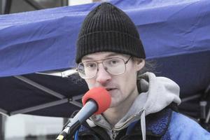 Musikern Erwin Marklund (V) var med vi förra helgens demonstration i Kärrtorp.