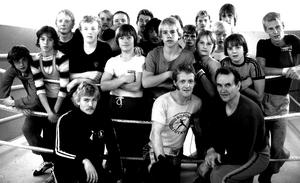 BK 30 Hallstahammar. Från vänster längst fram Roger Björklund boxningstränare, Jimmy Andersson boxningstränare och Matti Nieminen boxningstränare. Bilden togs 1979.